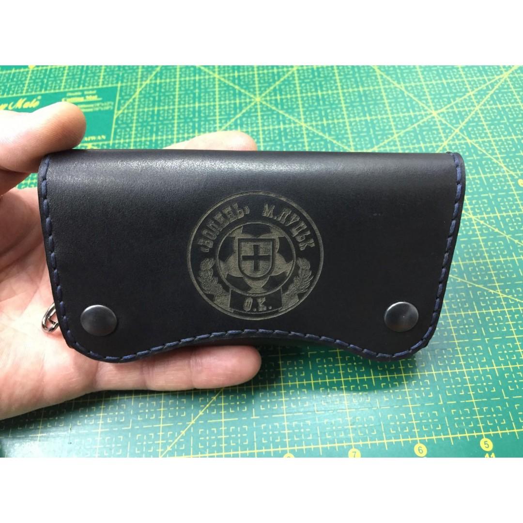 Ключниця кишенькова шкіряна чорна з гравіюванням